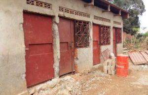 Ce bâtiment servira à loger les enfants en bonne sécurité car certains vont à l'école, ils ont besoin d'une sécurité des biens des objets scolaires et autres.